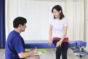 カウンセリングを行い、肩こりや腰痛などの症状を詳しくお伺いします
